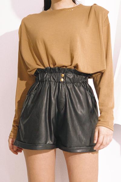 Μαύρο shorts δερματίνη